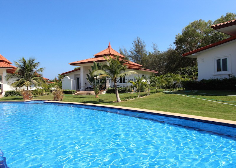 Banyan golf residences - Back terrace and pools