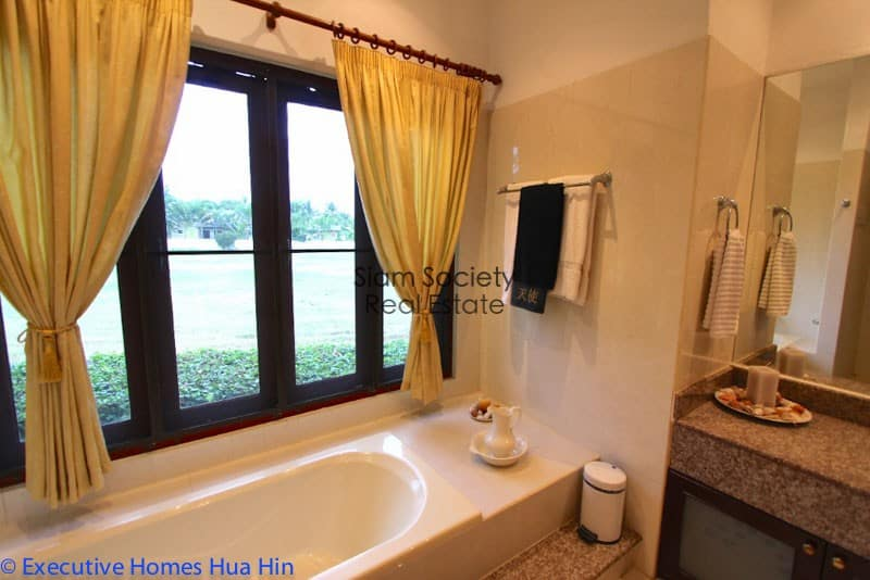 Palm Hills Home For Sale - Ensuite Bathroom for guest bedroom 2