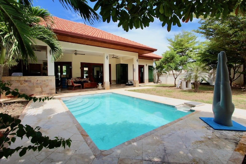ARTISTIC PRANBURI HOUSE FOR SALE | 4 BED POOL VILLA