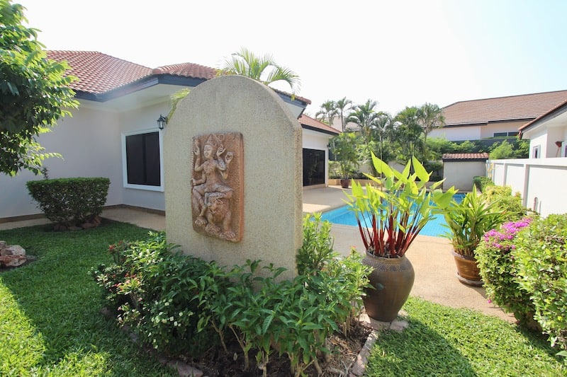 NICE 3 BED VILLA FOR SALE NEAR HUA HIN TOWN CENTER | HUA HIN HOUSES FOR SALE