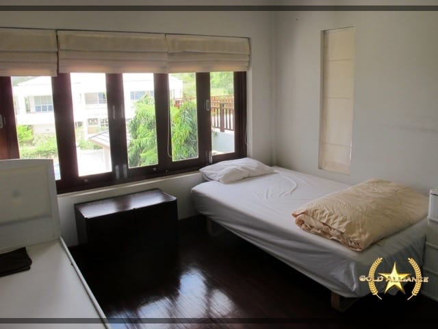 LARGE 2 STORY VILLA FOR SALE IN CENTRAL HUA HIN