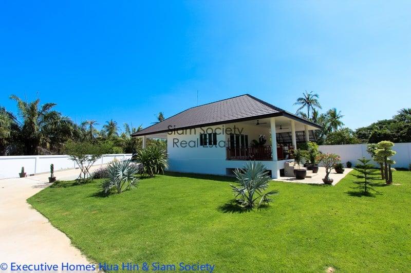 Riverside villa for sale in serene area of pranburi hua for 22 river terrace for sale